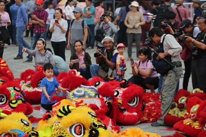 108 con lân đồng diễn, xếp hình Quốc kỳ xác lập kỷ lục Guinness Việt Nam - Ảnh 10.