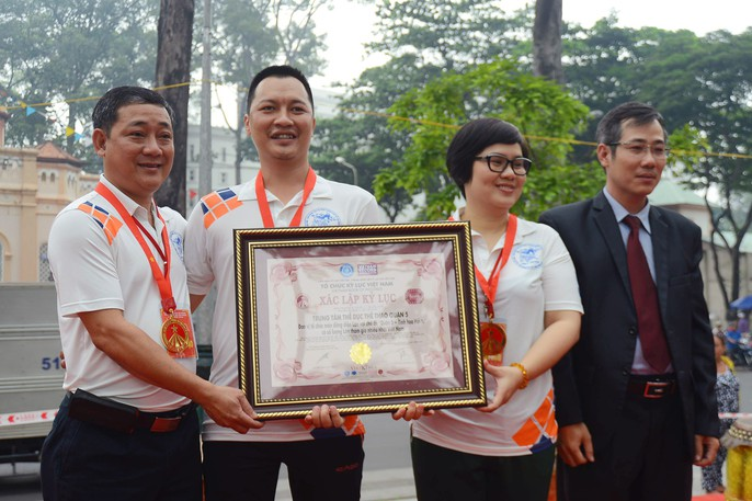 108 con lân đồng diễn, xếp hình Quốc kỳ xác lập kỷ lục Guinness Việt Nam - Ảnh 6.
