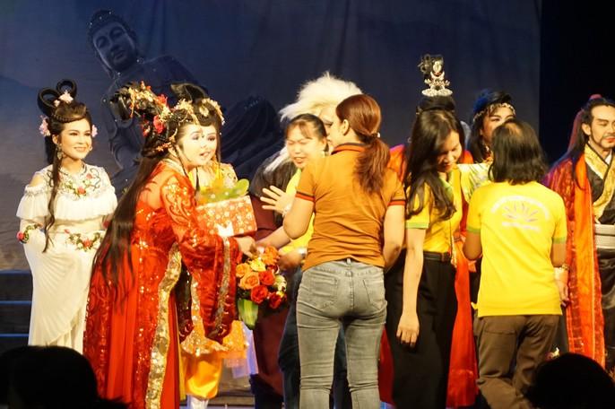Tai hien hoanh trang vo cai luong kinh dien Mau nhuom san chua