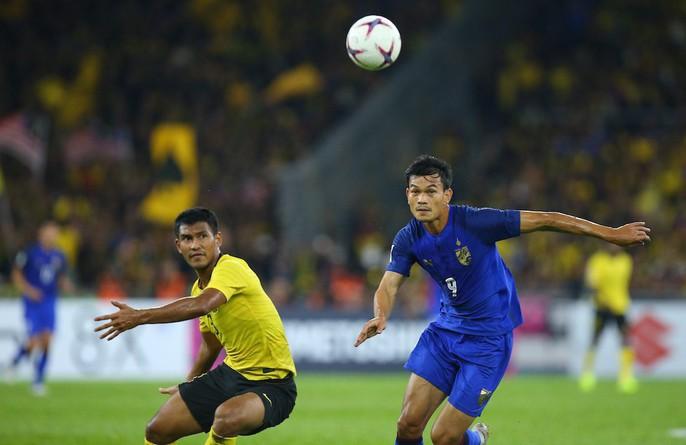 Clip: Vua phá lưới đá 11 m lên trời, Thái Lan mất vé chung kết cho Malaysia - Ảnh 6.