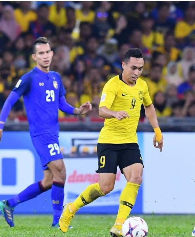 Clip: Vua phá lưới đá 11 m lên trời, Thái Lan mất vé chung kết cho Malaysia - Ảnh 5.