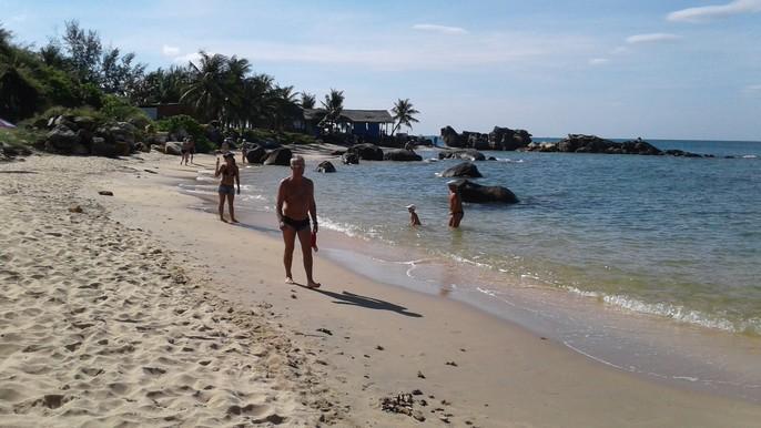 Chiêm ngưỡng bãi tắm tuyệt đẹp dành cho khách Tây ở Phú Quốc - Ảnh 2.
