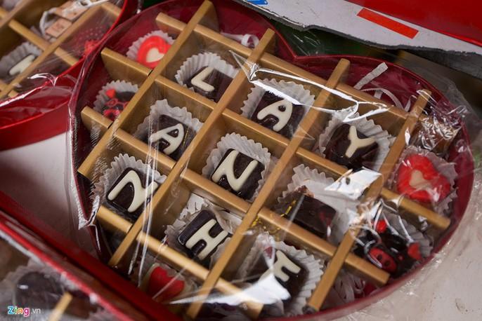 Thị trường quà tặng Valentine lu mờ vì không khí Tết - Ảnh 4.