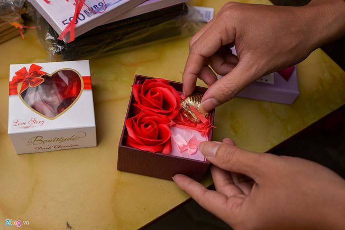 Thị trường quà tặng Valentine lu mờ vì không khí Tết - Ảnh 6.
