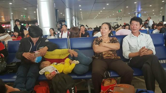 30 tháng chạp: Bến xe vắng hoe, sân bay Tân Sơn Nhất vẫn đông nghẹt - Ảnh 18.