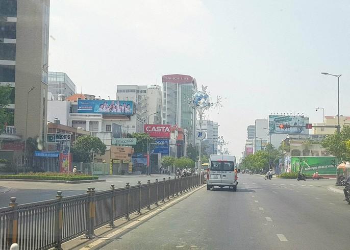 30 tháng chạp: Bến xe vắng hoe, sân bay Tân Sơn Nhất vẫn đông nghẹt - Ảnh 13.