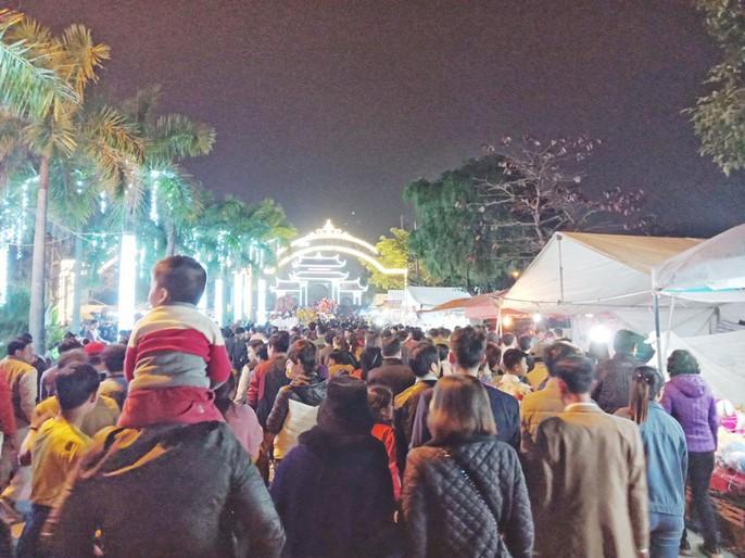Biển người đổ về Hội Lim, xuyên đêm nghe hát canh - Ảnh 4.