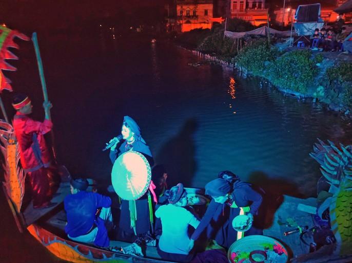 Biển người đổ về Hội Lim, xuyên đêm nghe hát canh - Ảnh 6.