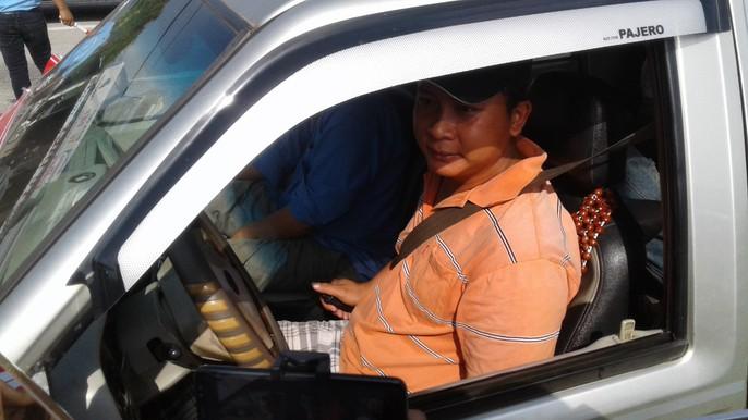 Tài xế dừng xe châm nước, BOT Cần Thơ – Phụng Hiệp tê liệt hoàn toàn - Ảnh 4.