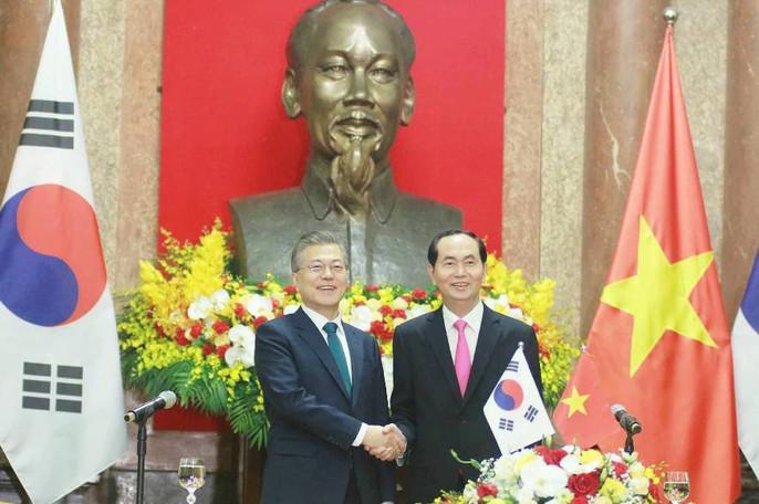 Tổng thống Moon Jae In cam kết các biện pháp bảo vệ cô dâu Việt - Ảnh 1.