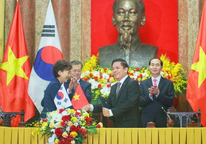 Tổng thống Moon Jae In cam kết các biện pháp bảo vệ cô dâu Việt - Ảnh 7.