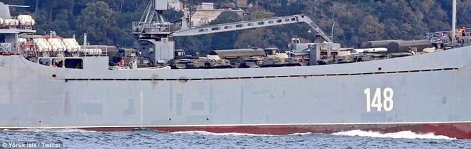 Tàu chiến Nga chở đầy khí tài tiến về Syria - Ảnh 2.