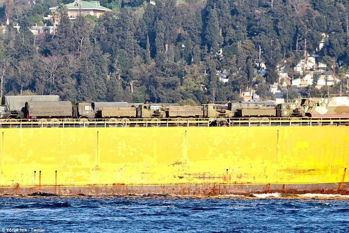 Tàu chiến Nga chở đầy khí tài tiến về Syria - Ảnh 8.