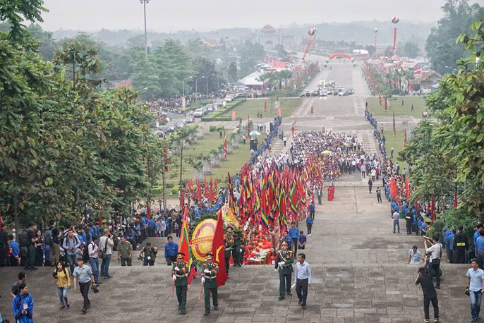 Thủ tướng Nguyễn Xuân Phúc dâng hương tại Đền Hùng dưới mưa - Ảnh 7.