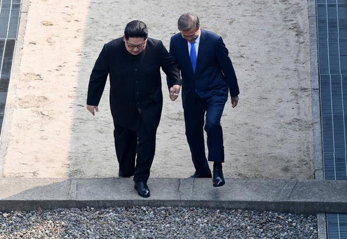 Video: Những khoảnh khắc khác thường ở biên giới liên Triều - Ảnh 7.