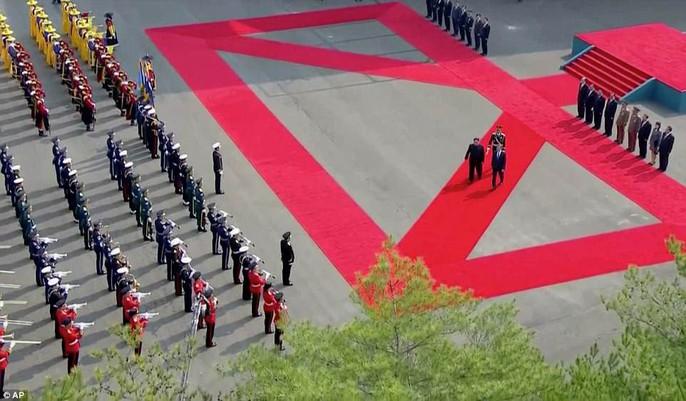 Video: Những khoảnh khắc khác thường ở biên giới liên Triều - Ảnh 15.