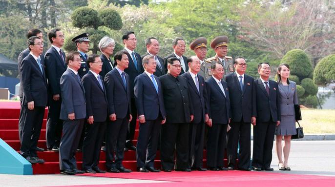 Video: Những khoảnh khắc khác thường ở biên giới liên Triều - Ảnh 12.
