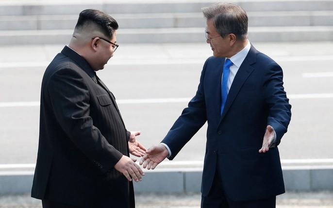Video: Những khoảnh khắc khác thường ở biên giới liên Triều - Ảnh 6.