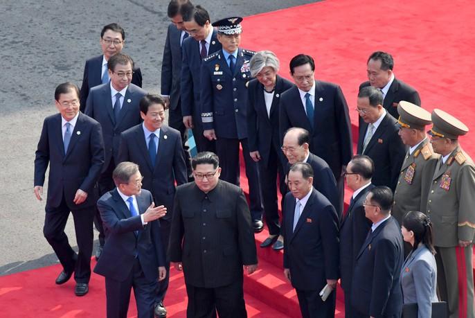 Video: Những khoảnh khắc khác thường ở biên giới liên Triều - Ảnh 13.