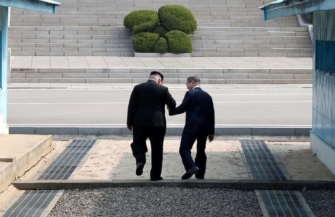 Video: Những khoảnh khắc khác thường ở biên giới liên Triều - Ảnh 8.