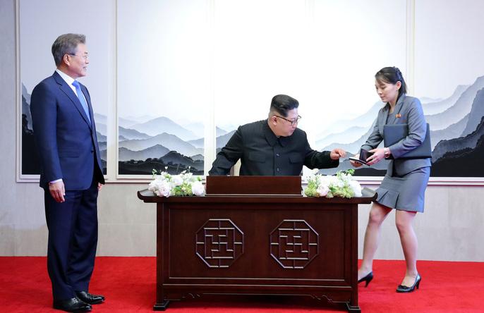 Video: Những khoảnh khắc khác thường ở biên giới liên Triều - Ảnh 24.