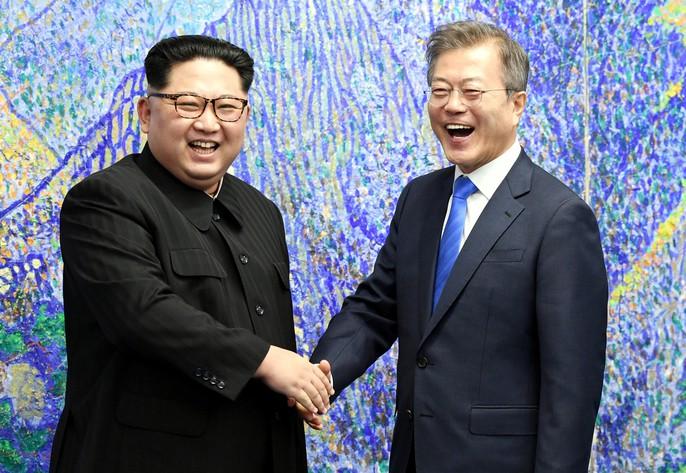 Video: Những khoảnh khắc khác thường ở biên giới liên Triều - Ảnh 19.