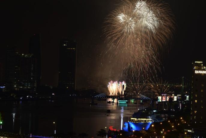Pháo hoa rực sáng trên sông Hàn - Ảnh 26.