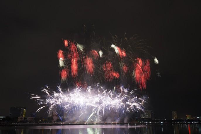 Pháo hoa rực sáng trên sông Hàn - Ảnh 5.