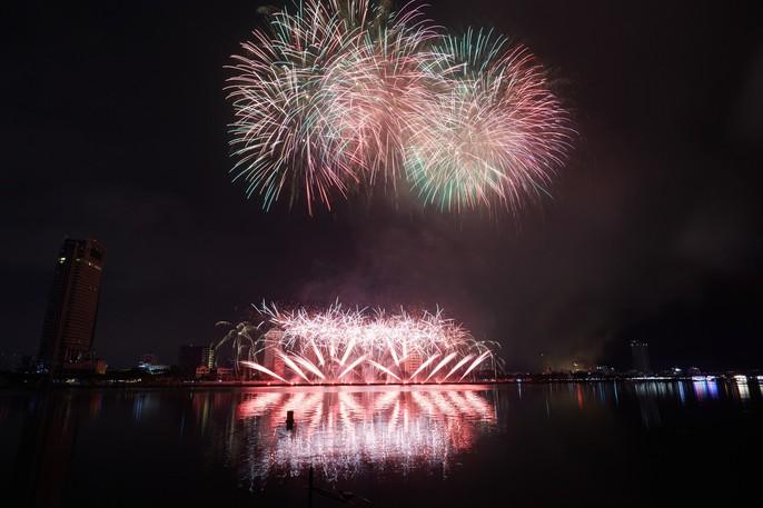 Pháo hoa rực sáng trên sông Hàn - Ảnh 12.
