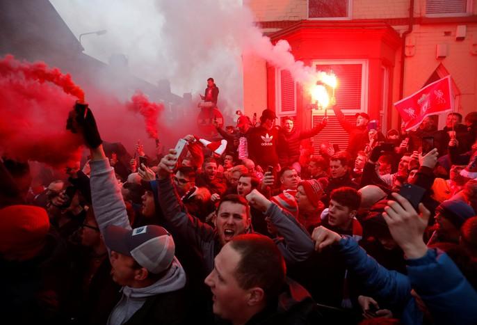 Fan Liverpool ăn mừng trận thắng Man City như thể vô địch - Ảnh 5.
