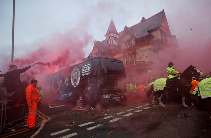 Fan Liverpool ăn mừng trận thắng Man City như thể vô địch - Ảnh 6.