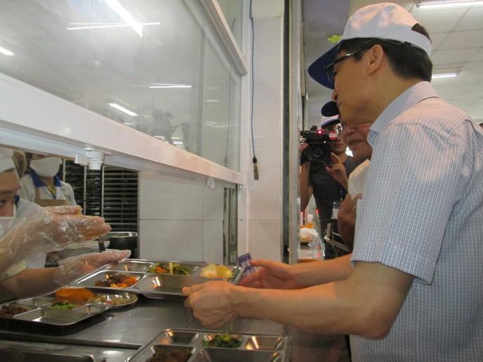 Phó Thủ tướng Vũ Đức Đam ăn cơm công nhân hơn 15.000 đồng/suất - Ảnh 3.