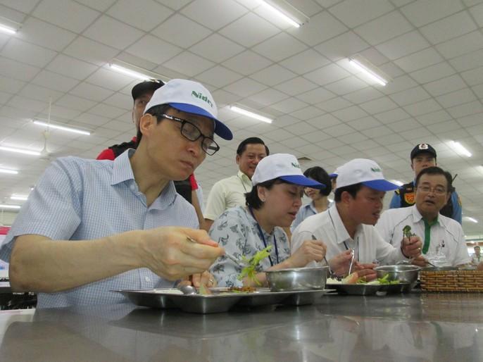 Phó Thủ tướng Vũ Đức Đam ăn cơm công nhân hơn 15.000 đồng/suất - Ảnh 5.