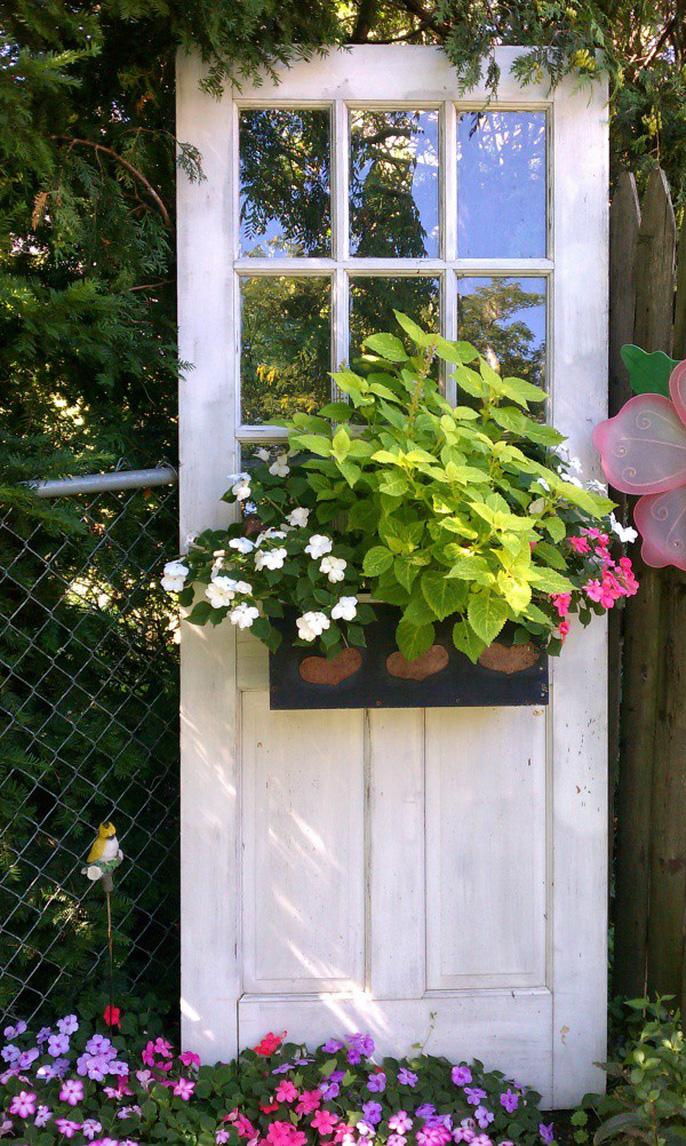 Tận dụng đồ bỏ đi trang trí khu vườn mùa hè xanh mát - Ảnh 13.