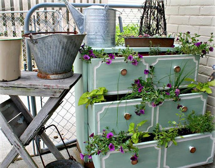 Tận dụng đồ bỏ đi trang trí khu vườn mùa hè xanh mát - Ảnh 5.