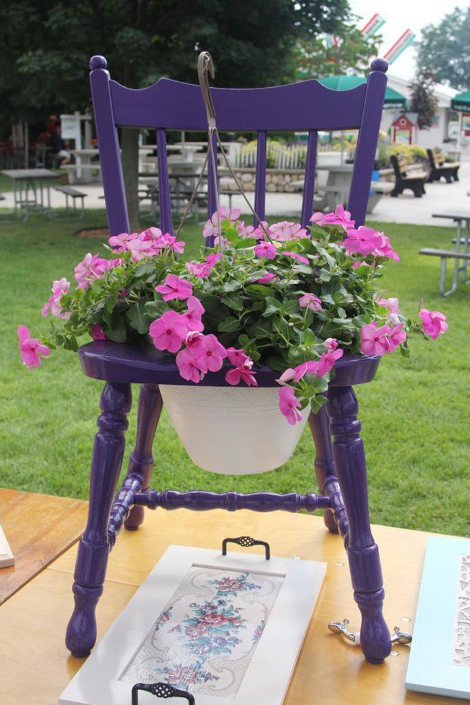 Tận dụng đồ bỏ đi trang trí khu vườn mùa hè xanh mát - Ảnh 9.