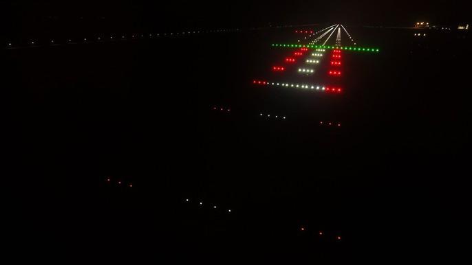 Soi trang thiết bị sân bay tư nhân đầu tiên trên cả nước - Ảnh 11.