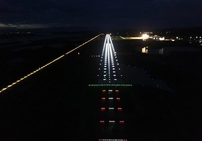 Soi trang thiết bị sân bay tư nhân đầu tiên trên cả nước - Ảnh 12.