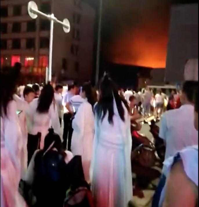Cháy dữ dội ở phim trường Hoành Điếm, ít nhất 2 người chết - Ảnh 2.