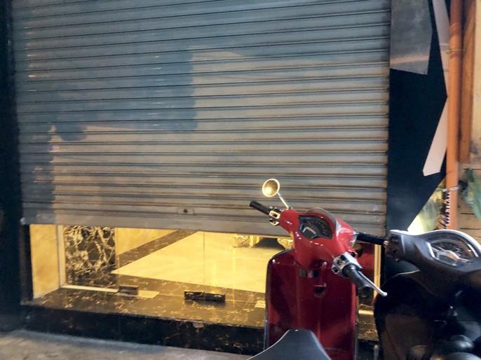 Nhà hàng Phoenix sập cửa, cản trở đoàn kiểm tra - Ảnh 3.