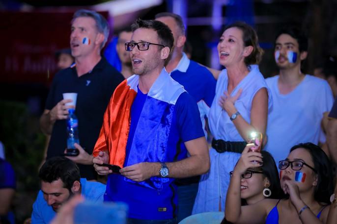 Pháp vô địch World Cup, CĐV Pháp tại TP HCM vỡ òa hạnh phúc - Ảnh 5.