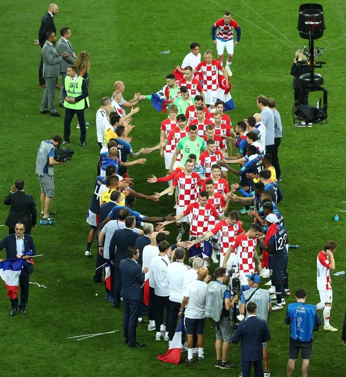 Nước mắt hào hùng vùng Balkan khi Croatia thua Pháp - Ảnh 8.