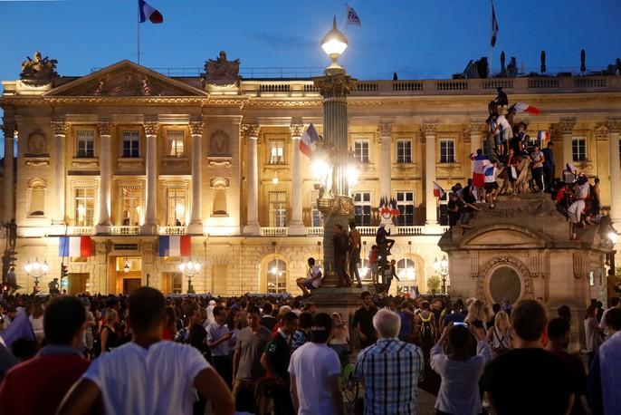 500.000 CĐV Paris xuống đường đón tuyển Pháp - Ảnh 31.