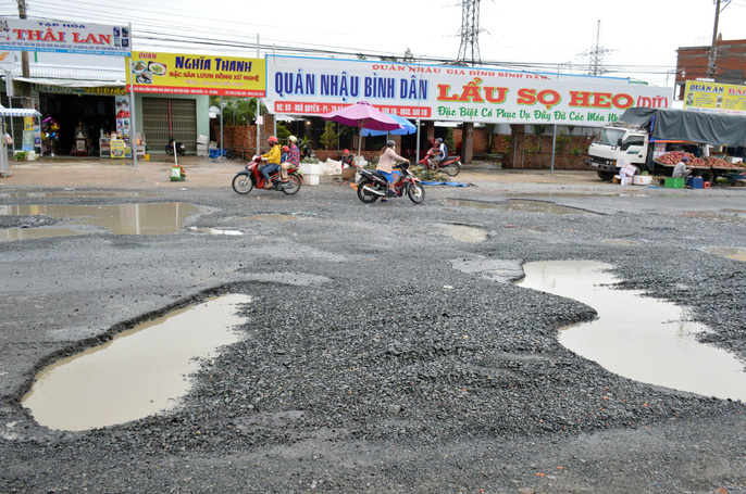 Dân TP Cà Mau kêu cứu vì đường xuống cấp nghiêm trọng - Ảnh 9.