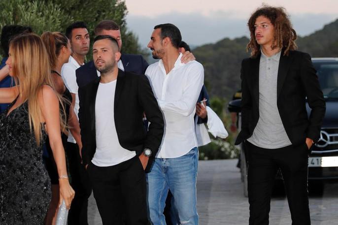 Messi, Henry và Terry dự lễ hấp hôn của Fabregas trên đảo xinh đẹp - Ảnh 18.