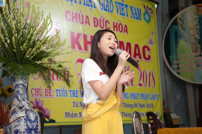 Tranh cãi vụ Hoa hậu Hoàn vũ nhí 2018 Ngọc Lan Vy tất bật với showbiz - Ảnh 1.