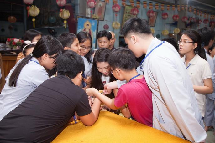 Tranh cãi vụ Hoa hậu Hoàn vũ nhí 2018 Ngọc Lan Vy tất bật với showbiz - Ảnh 4.