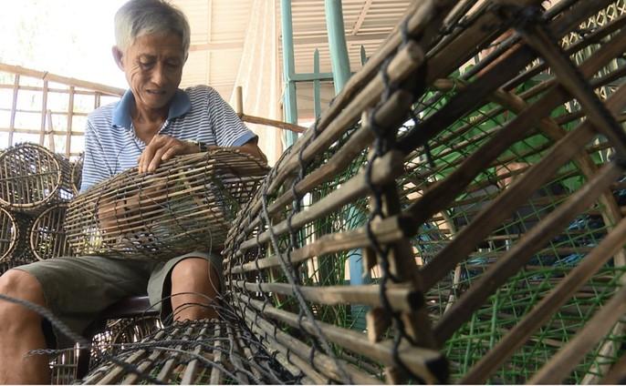 Các làng nghề tất bật sản xuất ngư cụ đón lũ lớn miền Tây - Ảnh 12.