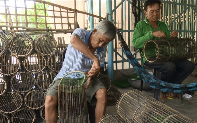 Các làng nghề tất bật sản xuất ngư cụ đón lũ lớn miền Tây - Ảnh 11.