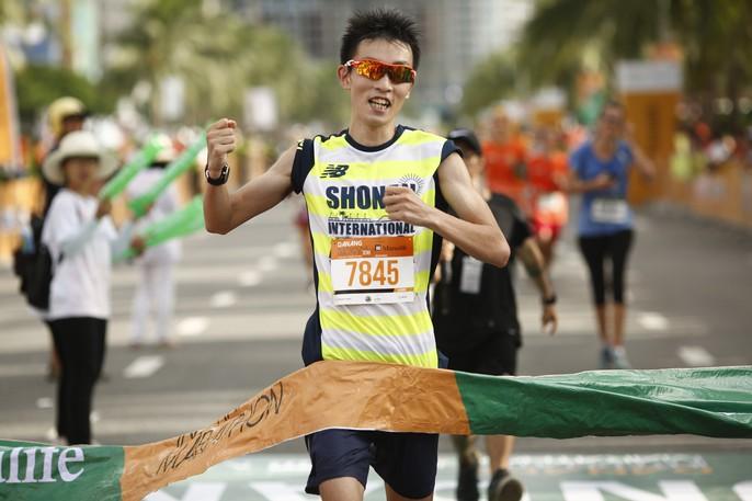 VĐV Suzaki Yuuya về nhất 42 km, cuộc thi Marathon Quốc tế Đà Nẵng - Ảnh 1.